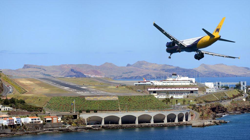 Заход на посадку в аэропорту Мадейра в Португалии