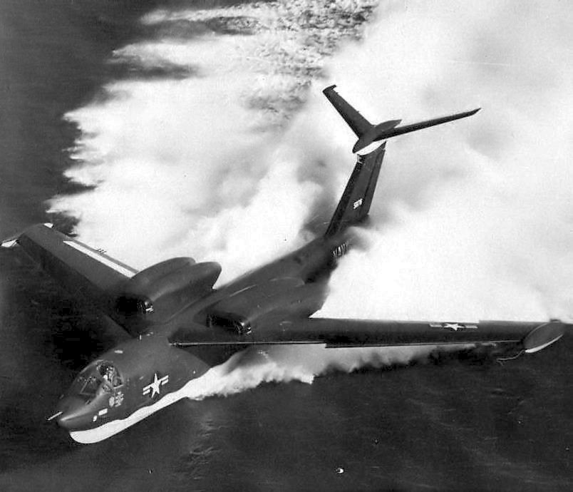 Американский реактивный самолёт-амфибия Martin P6M Seamaster на плаву 1955 год