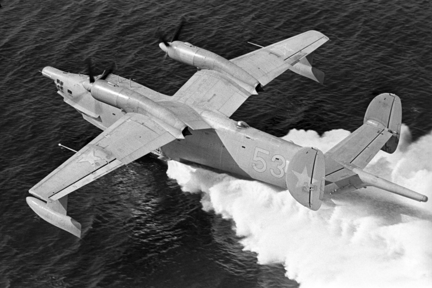 Самолёт-амфибия ОКБ Г.М.Бериева Бе-12 на глиссирующем режиме