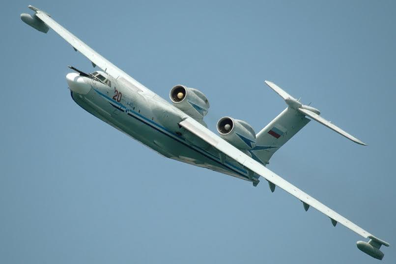 Советский самолёт-амфибия А 40 Альбатрос в полёте