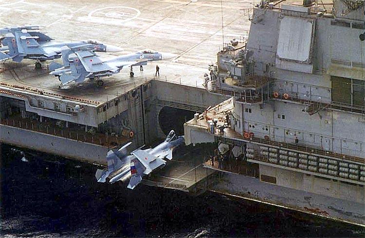 Авианосец адмирал Кузнецов Подъёмник авиатехники