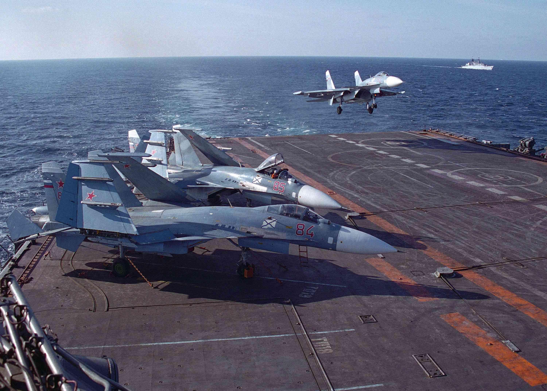 Авианосец адмирал Кузнецов Посадка самолёта Су-30