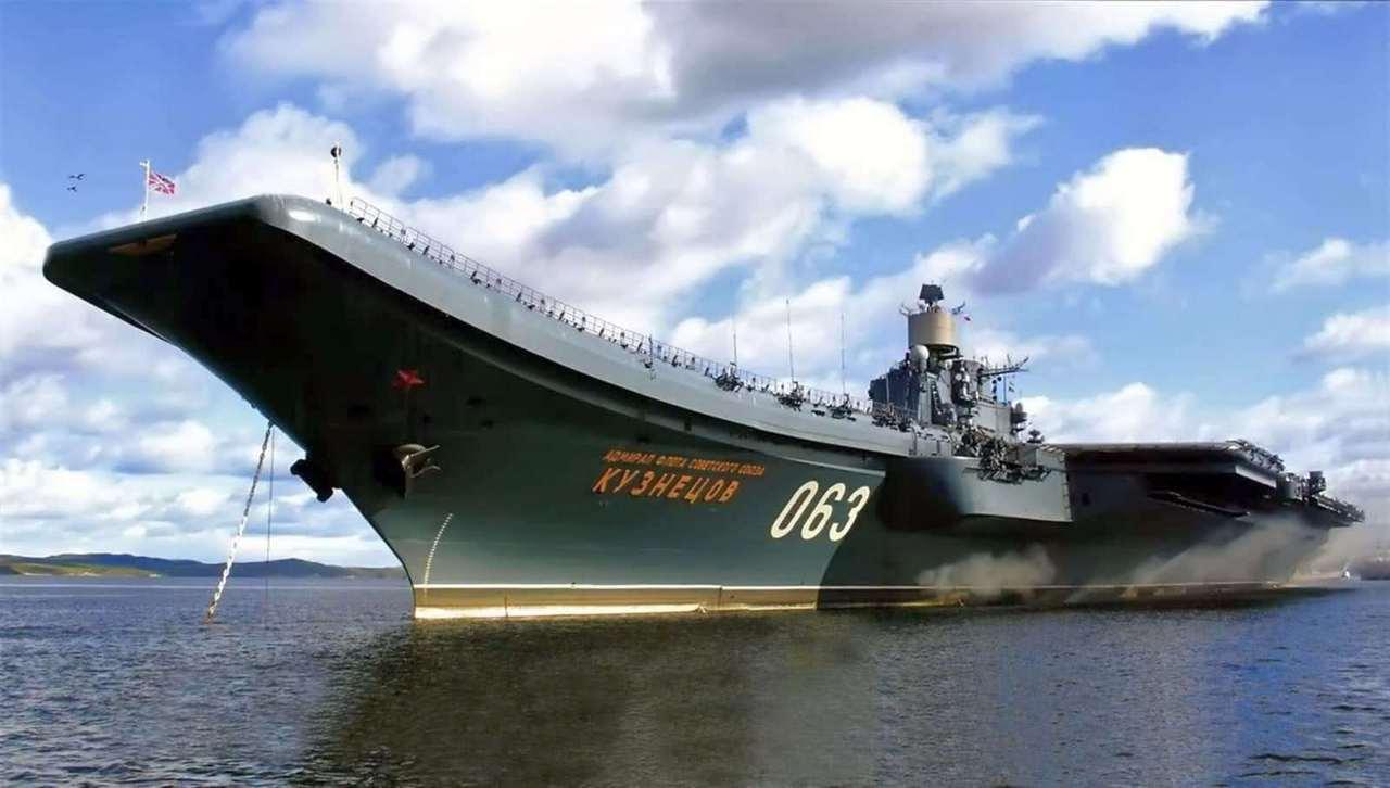 Авианосец адмирал Кузнецов на рейде