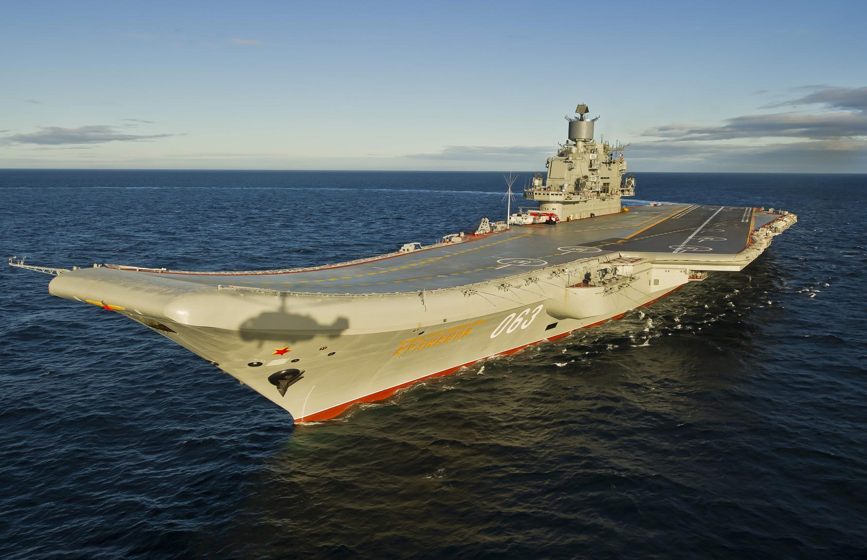Авианосец адмирал Кузнецов в походе Разворот в море