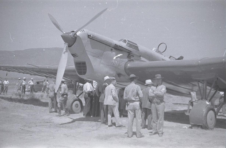 АНТ-25 экипажа Валерия Павловича Чкалова после посадки в США