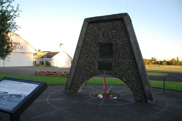 Монумент в США в честь перелёта экипажа Валерия Павловича Чкалова в город Ванкувер