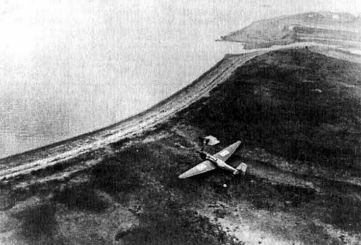 Самолёт АНТ-25 экипажа Валерия Павловича Чкалова после посадки на острове Удд