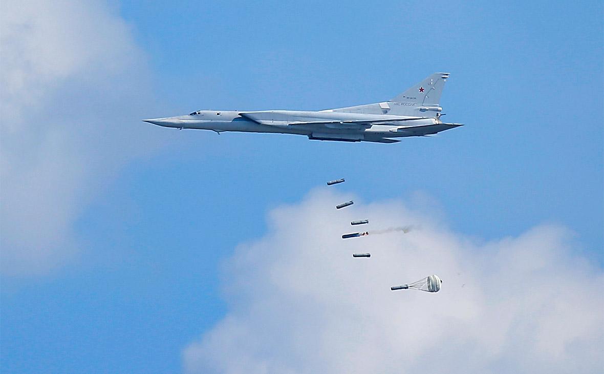 Ту-22М3 производит бомбардировку с малой высоты полёта