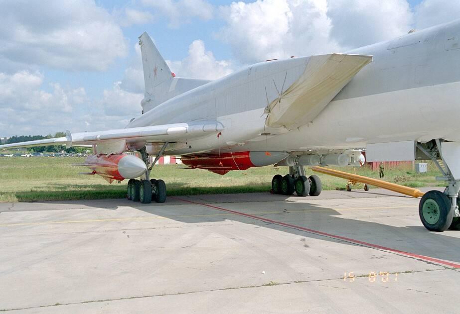 Ту-22М3 с ракетно-бомбовым вооружением